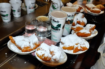 cafe-du-monde-twenty-four-hour-restaurant-new-orleans-beignets-and-coffee
